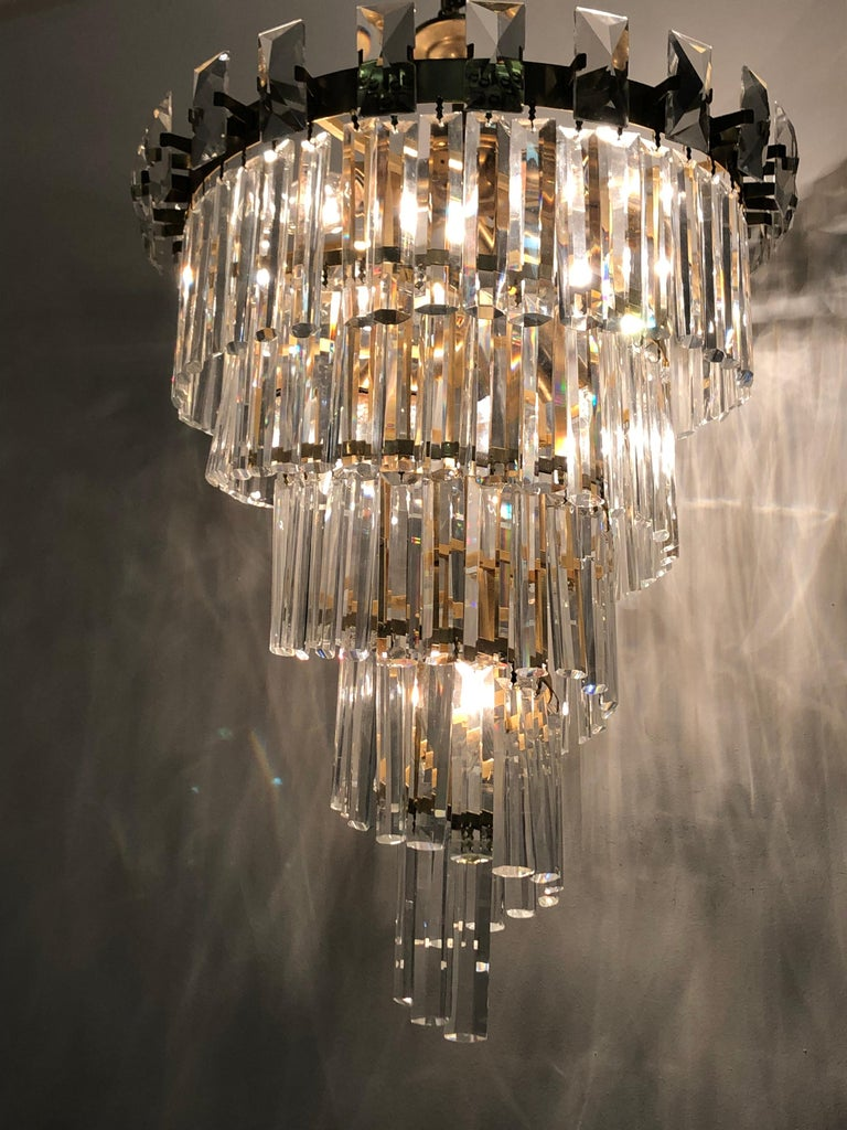 Mid-Century Modern Oswald Haerdtl & Lobmeyr Crystal and Gilt Brass Chandelier, Austria, circa 1950s For Sale