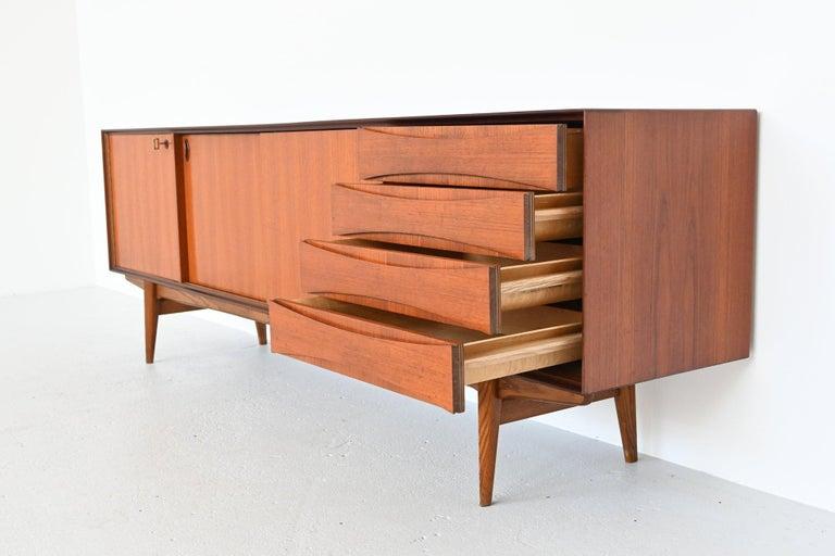 Oswald Vermaercke Model Paola Teak Sideboard V-Form, Belgium, 1959 In Good Condition For Sale In Etten-Leur, NL