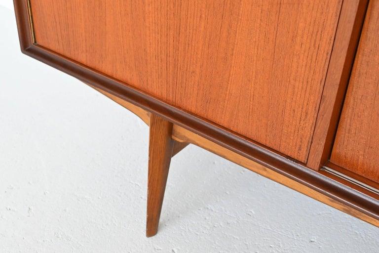 Oswald Vermaercke Model Paola Teak Sideboard V-Form, Belgium, 1959 For Sale 3