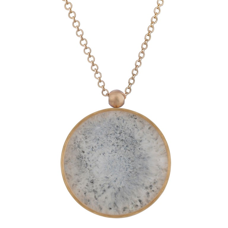 Ouroboros Agate and Gold Pendant Necklace In New Condition For Sale In London, GB