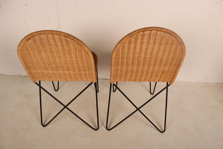 Mid-20th Century Outdoor Rattan Wicker Set, Coffee Table and 2 Chairs by Raoul Guys, France, 1950 For Sale
