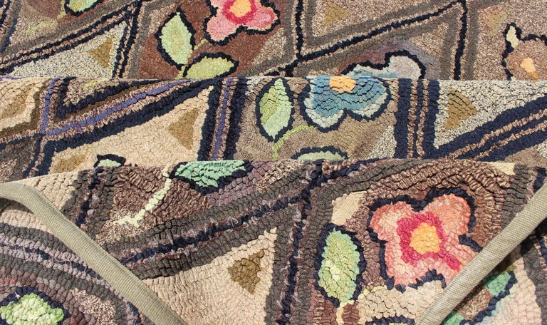Outstanding Antique American Hooked Rug with Diamond Floral Design In Good Condition For Sale In Atlanta, GA