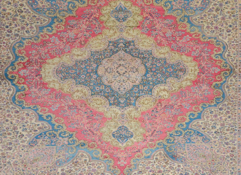 Outstanding Early 20th Century Kirman Rug In Good Condition For Sale In Chicago, IL