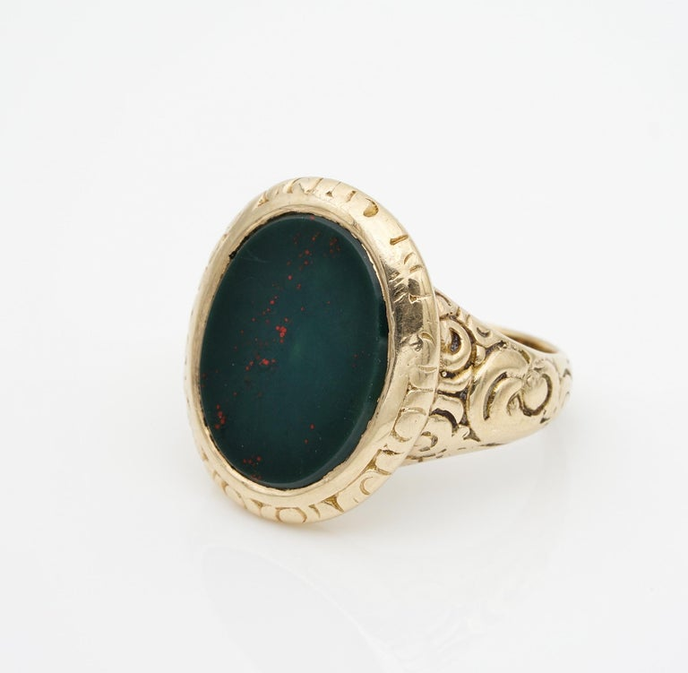 Outstanding Embossed Victorian Unisex Bloodstone Signet Ring 15 Karat Gold For Sale 1