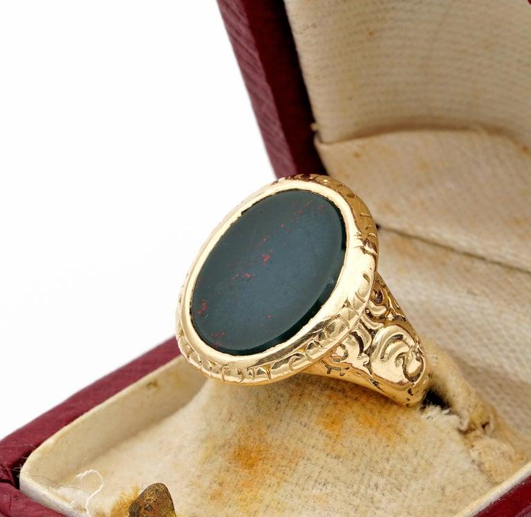 Outstanding Embossed Victorian Unisex Bloodstone Signet Ring 15 Karat Gold For Sale 2