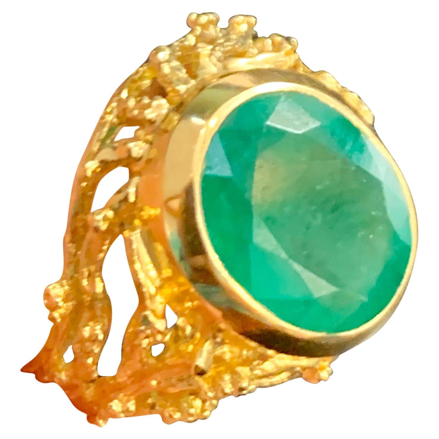 7 Carat Oval Shape Natural Emerald Ring 18 Karat Yellow Gold