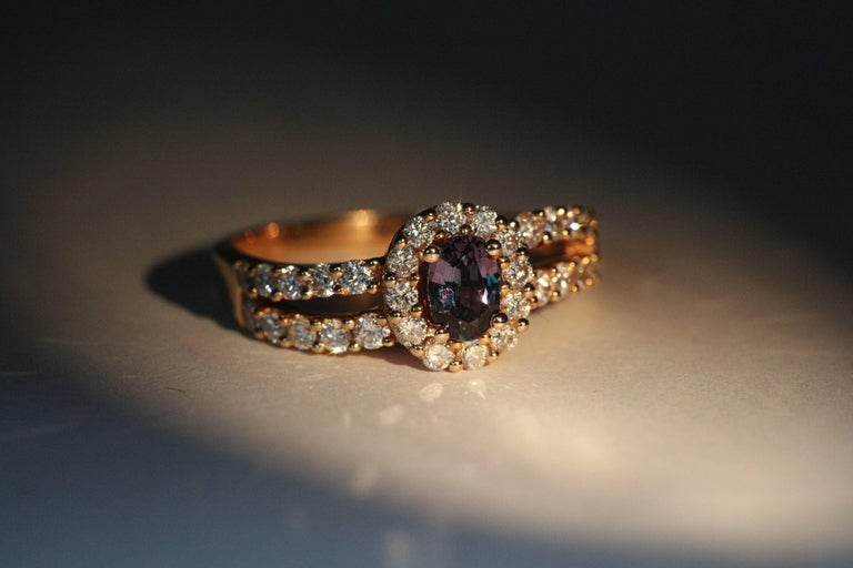 Oval Alexandrite Rose Gold Ring with Diamonds and CC Certificate For Sale 2