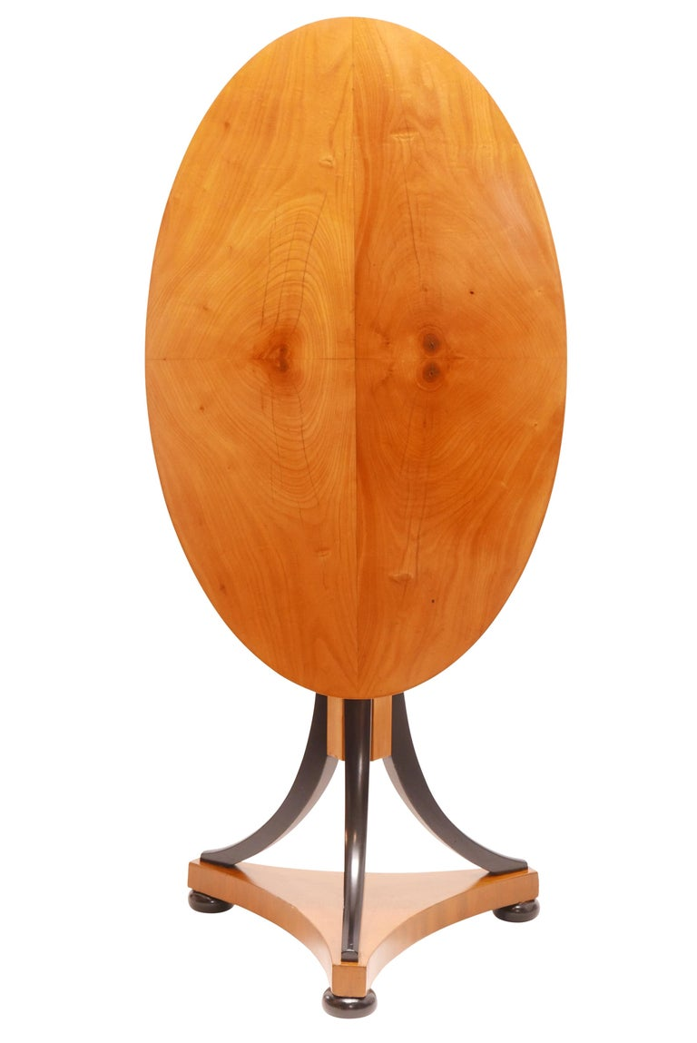 Oval Biedermeier Cherrywood Tilt-Top Table, Swedish, circa 1820 In Good Condition For Sale In San Francisco, CA