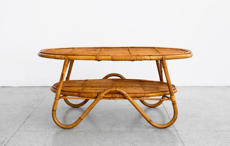 Oval Italian Rattan Coffee Table In Good Condition For Sale In Los Angeles, CA