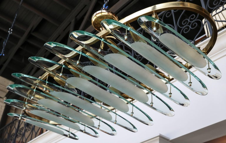 Mid-20th Century Oval Brass Fontana Arte for Dominici Chandelier with Long Glass Pieces For Sale