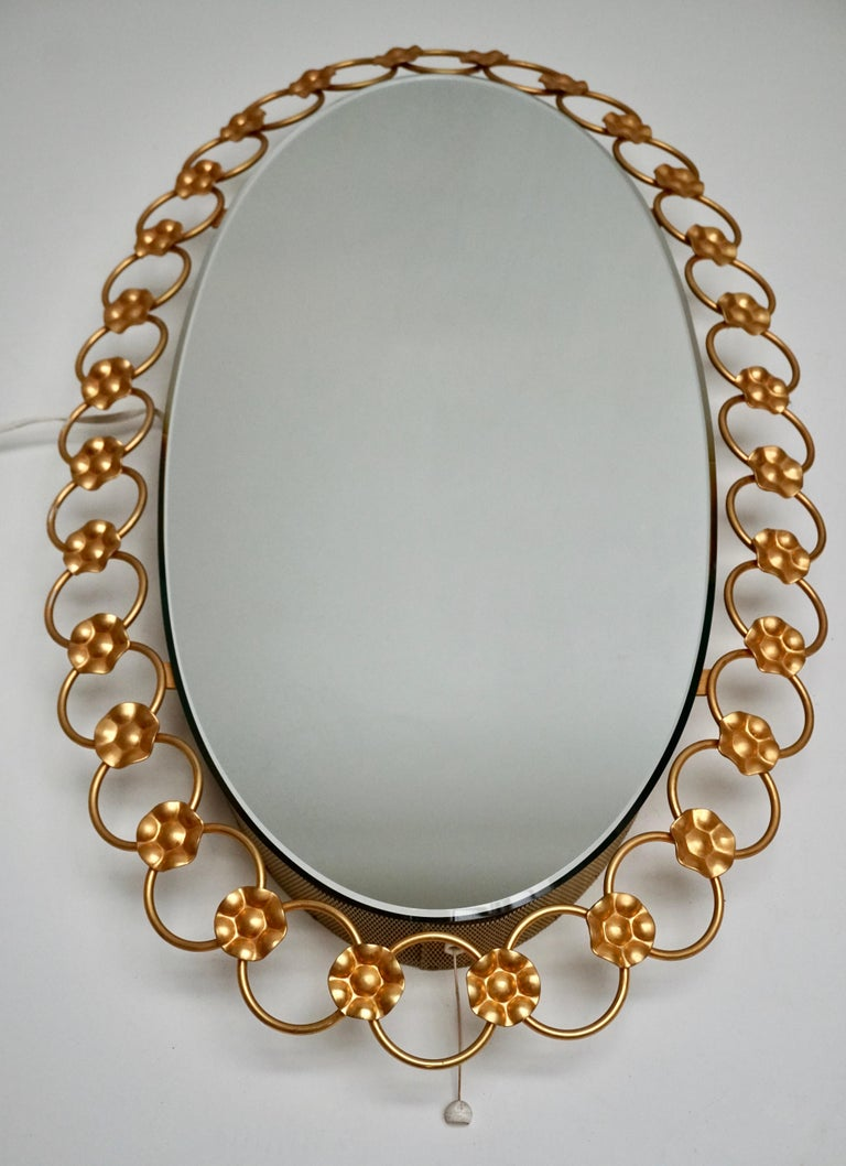 Oval Brass Mirror with Light, Italy, 1940s In Good Condition For Sale In Antwerp, BE