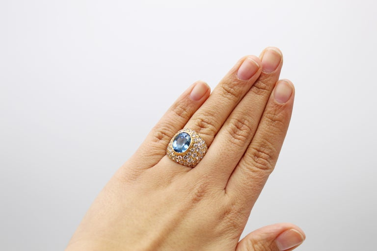 Oval Brilliant Aquamarine Diamond 18 Karat Yellow Gold 1980s Cocktail Ring In Excellent Condition In New York, NY
