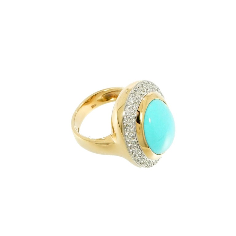 Oval Cabochon Turquoise and Diamond Yellow Gold Cocktail Ring In Good Condition For Sale In Greenwich, CT