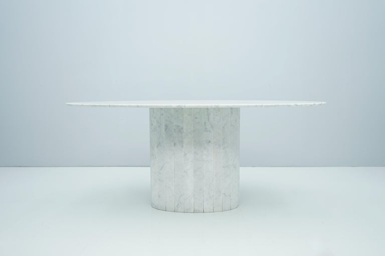 Mid-Century Modern White Oval Carrara Marble Dining Table, 1970s For Sale