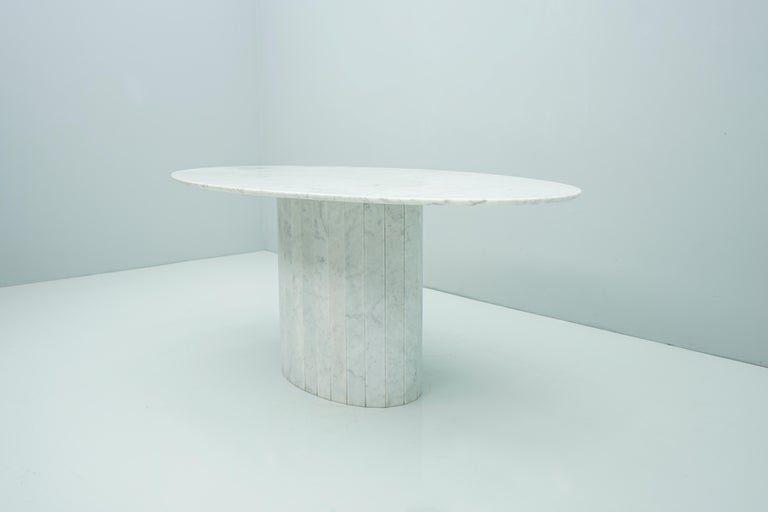 Italian White Oval Carrara Marble Dining Table, 1970s For Sale