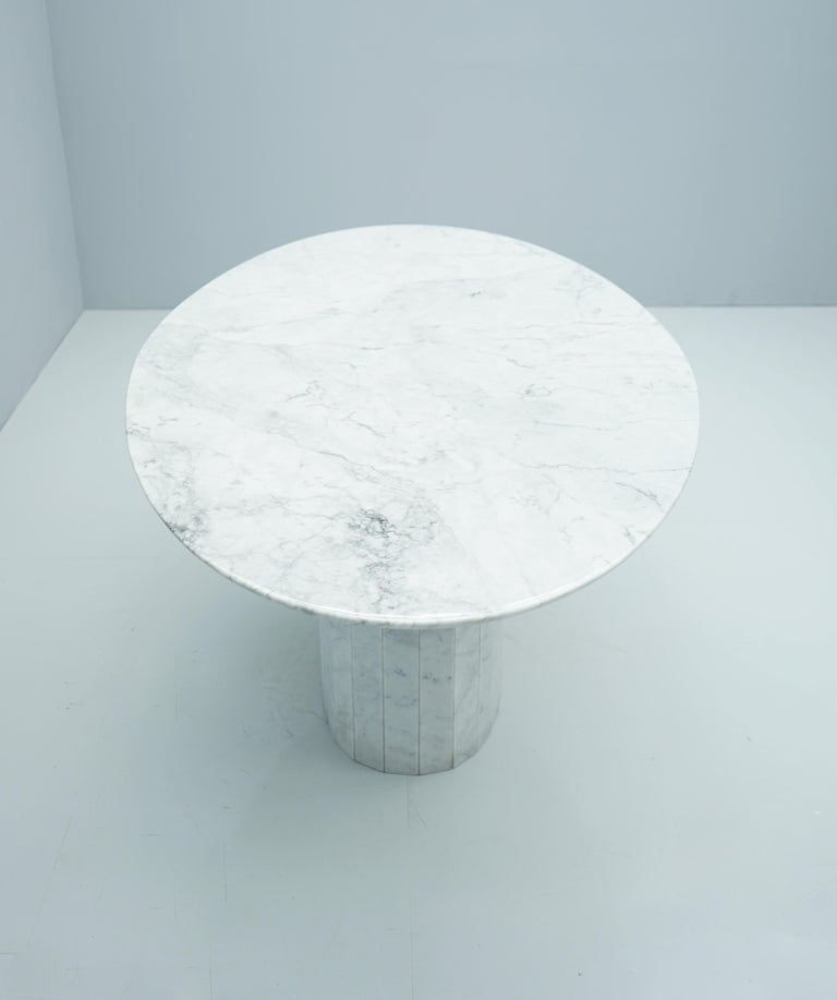 Late 20th Century White Oval Carrara Marble Dining Table, 1970s For Sale