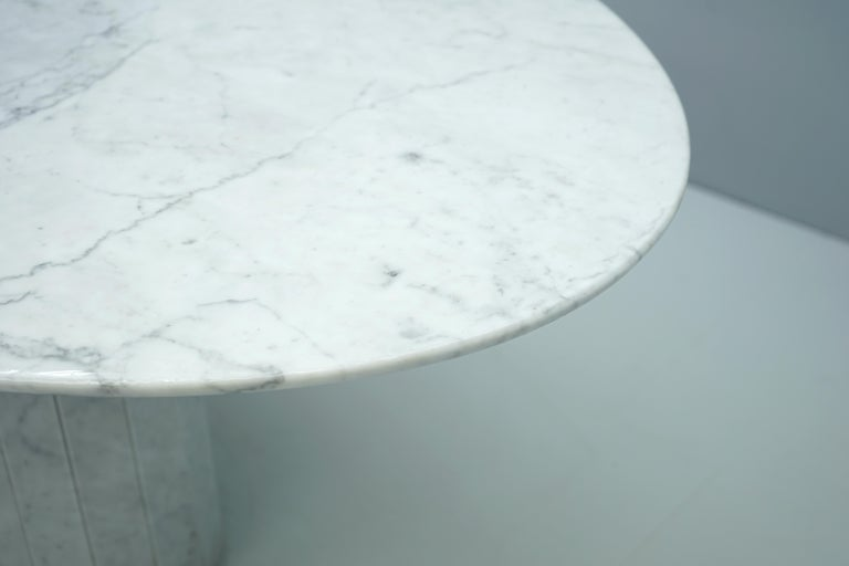 White Oval Carrara Marble Dining Table, 1970s For Sale 2