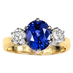 Oval Ceylon Sapphire and Diamond Ring Set in 18 Carat White Gold and Yellow Gold