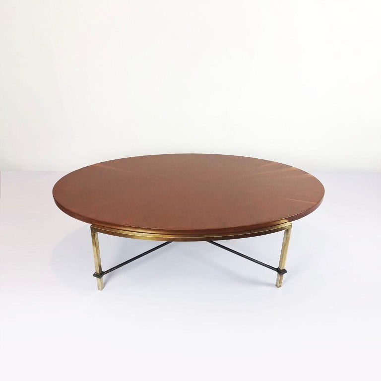 We offer this coffee table in brass and wood with spectacular design by Arturo Pani, circa 1960.