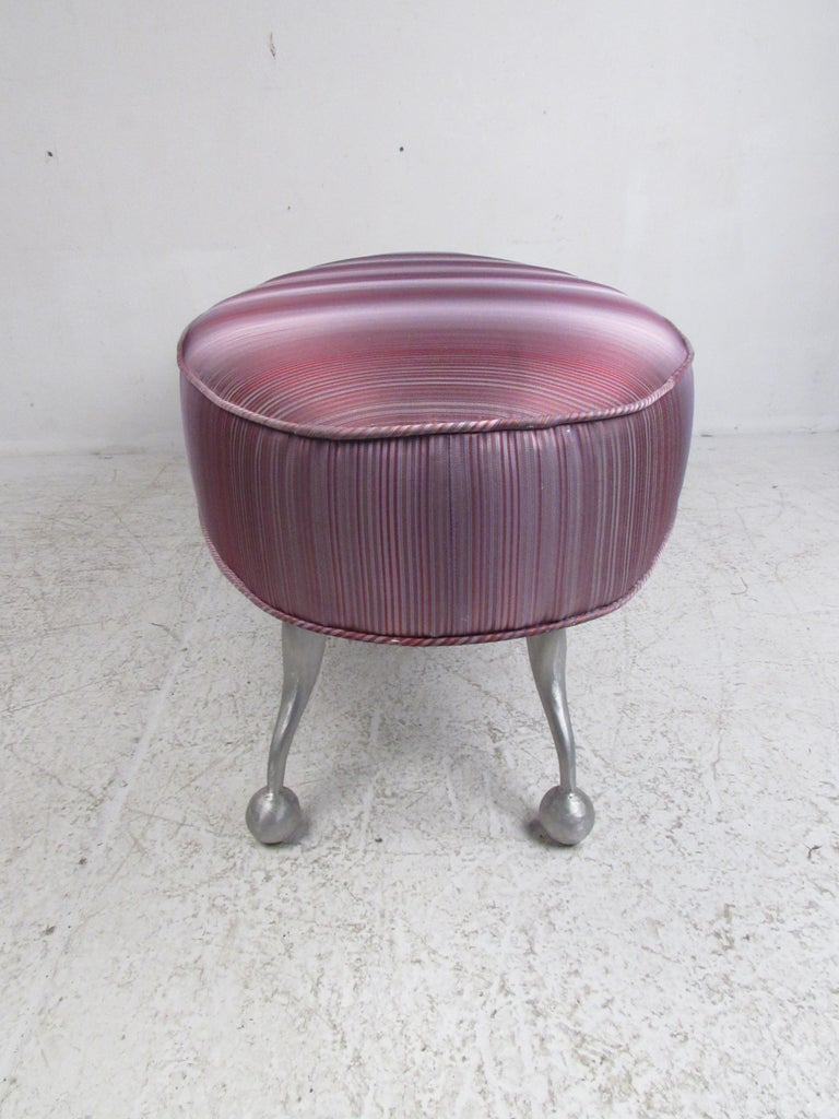 Oval Contemporary Modern Upholstered Bench In Good Condition For Sale In Brooklyn, NY