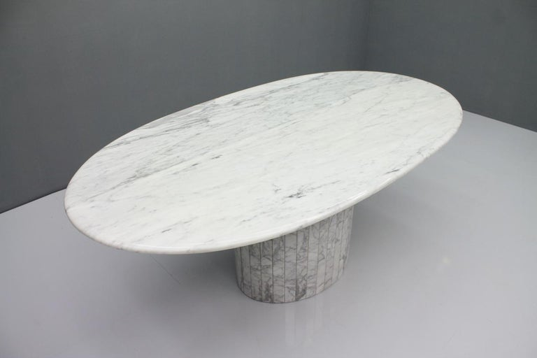 Oval Dining Table in White Carrara Marble, Italy, 1960s For Sale 6