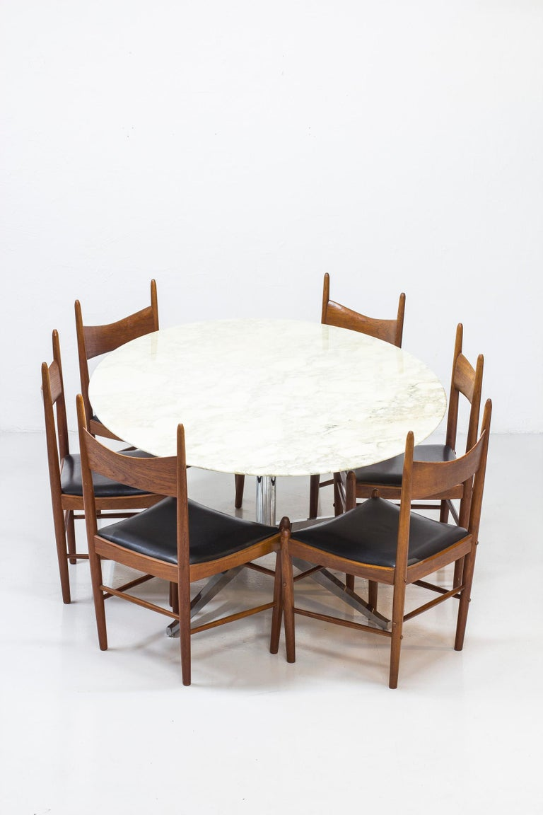 Oval Dining Table Model