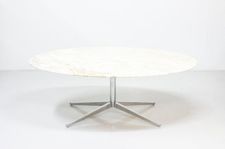 Mid-Century Modern Oval Dining Table Model