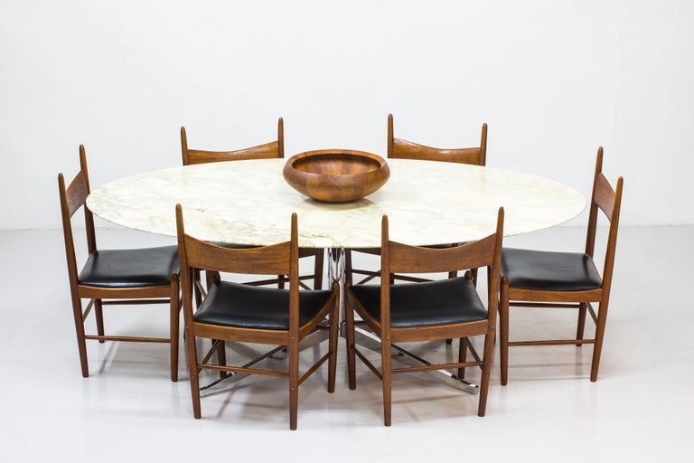 American Oval Dining Table Model