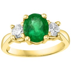 Oval Emerald and Diamond Three-Stone Ring 14 Karat Yellow Gold