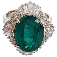 Oval Emerald and White Diamond Cocktail Ring in 18 Karat White Gold