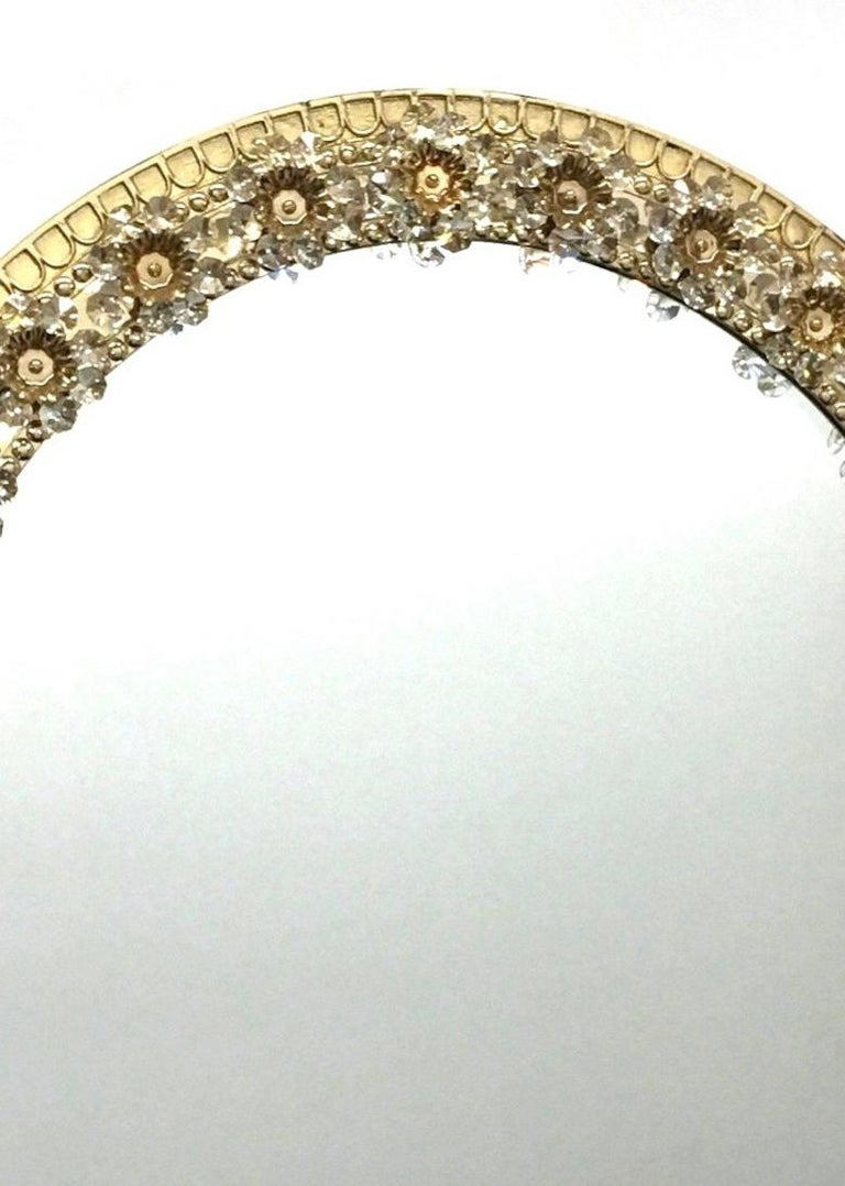 Oval Gold Plated Brass and Crystal Flowers Mirror by Palwa, circa 1960s In Good Condition For Sale In Nürnberg, DE
