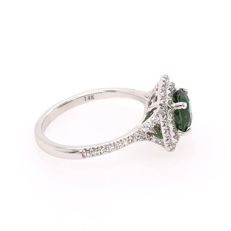 Oval Green Chrome Tourmaline and White Gold Ring In New Condition For Sale In Dallas, TX