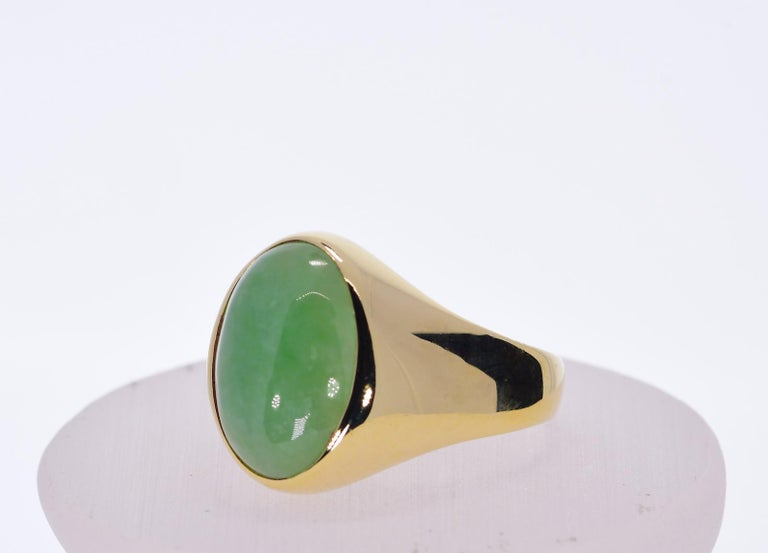 Contemporary Oval Green Jadeite Jade in 14 Karat Yellow Gold 12 Grams For Sale