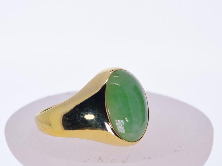 Oval Cut Oval Green Jadeite Jade in 14 Karat Yellow Gold 12 Grams For Sale