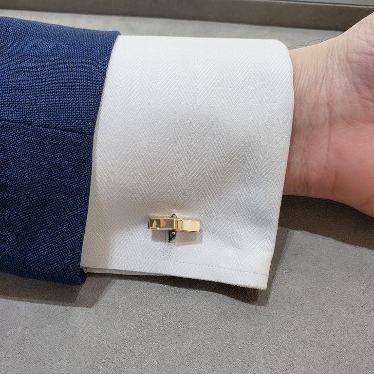 Oval Cut Oval Lapis Lazuli and 14 Karat Yellow Gold Cufflinks For Sale