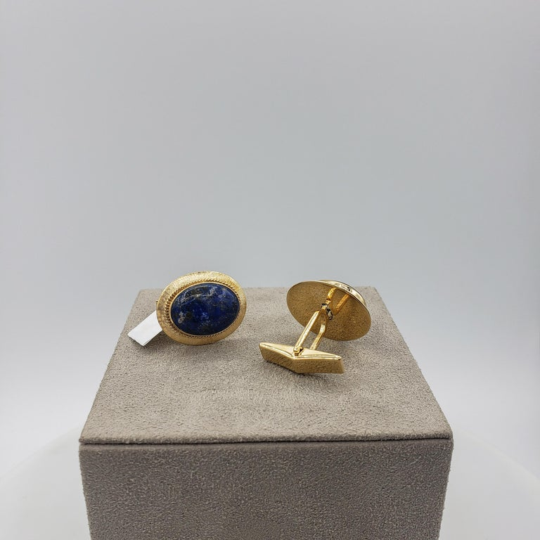 Oval Lapis Lazuli and 14 Karat Yellow Gold Cufflinks In Excellent Condition For Sale In New York, NY
