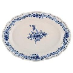Oval Meissen Neuer Ausschnitt Serving Dish in Hand-Painted Porcelain