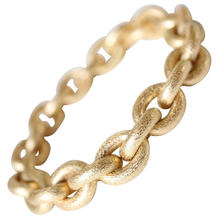 Oval Mesh Bracelet in 18 Karat Yellow Gold Brushed Satin Hammered Mesh For Sale