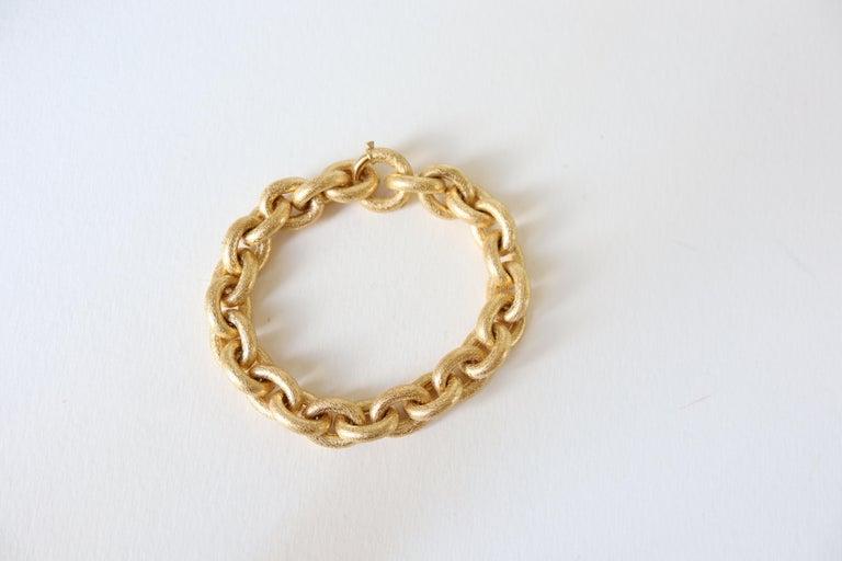 Women's or Men's Oval Mesh Bracelet in 18 Karat Yellow Gold Brushed Satin Hammered Mesh For Sale
