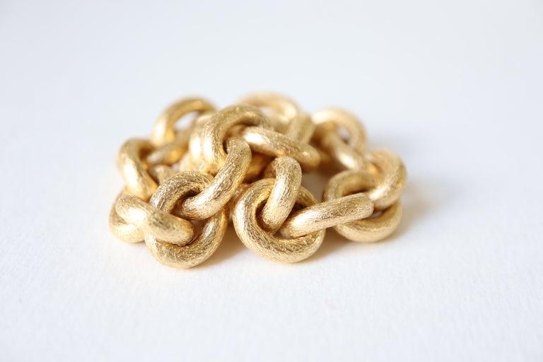 Oval Mesh Bracelet in 18 Karat Yellow Gold Brushed Satin Hammered Mesh For Sale 1