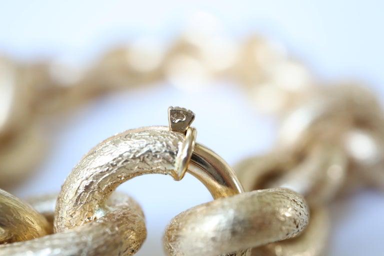 Oval Mesh Bracelet in 18 Karat Yellow Gold Brushed Satin Hammered Mesh For Sale 2