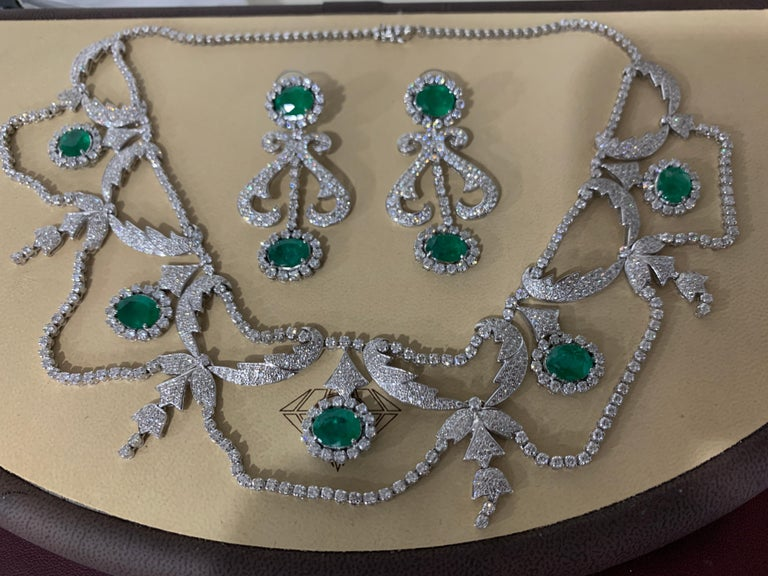 Oval Shape Zambian Emerald and Diamond Fringe Necklace and Earring Bridal Suite For Sale 6