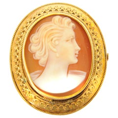 Oval-Shaped Shell Cameo Female Silhouette 14 Karat Yellow Gold Brooch