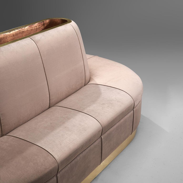 Oval Shaped Sofa in Soft Pink Velvet Upholstery In Good Condition For Sale In Waalwijk, NL