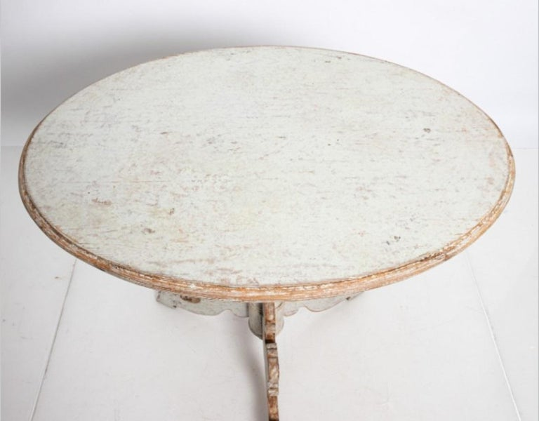 Oval Swedish Side Table In Good Condition For Sale In South Salem, NY