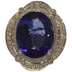 Ovaler Tansanit 24,25 Karat und Diamanten Ring
