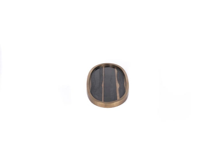 Oval Tray inlaid in Blue Shell and Brass by Kifu, Paris In New Condition For Sale In New York, NY