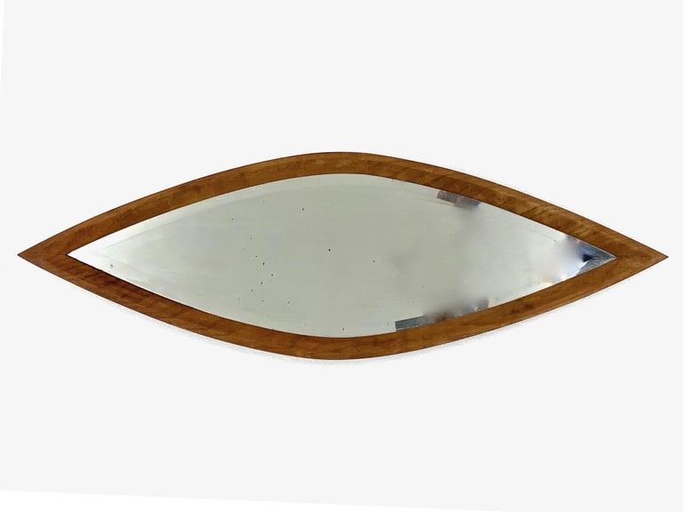 Particular eye-shaped mirror. Walnut wood. The mirror is ground, the frame and the cover are in solid wood. Measure: 90 x 29.5 x 2.5 cm Vintage, signs of use of time.