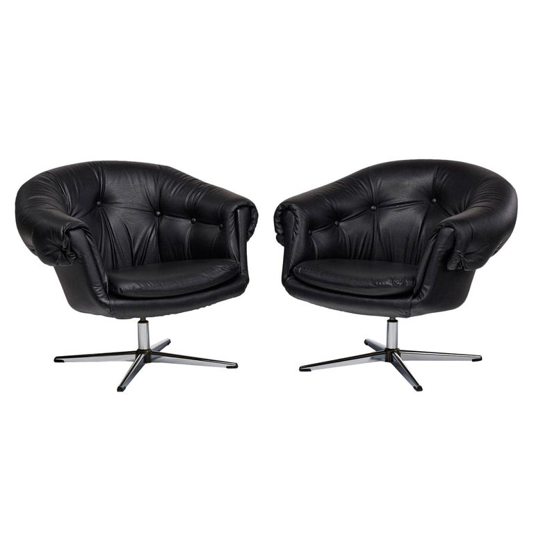 Mid-Century Modern Overman Style Mod Pod Lounge Chair Set in Black Tufted Vinyl, Four Star Bases
