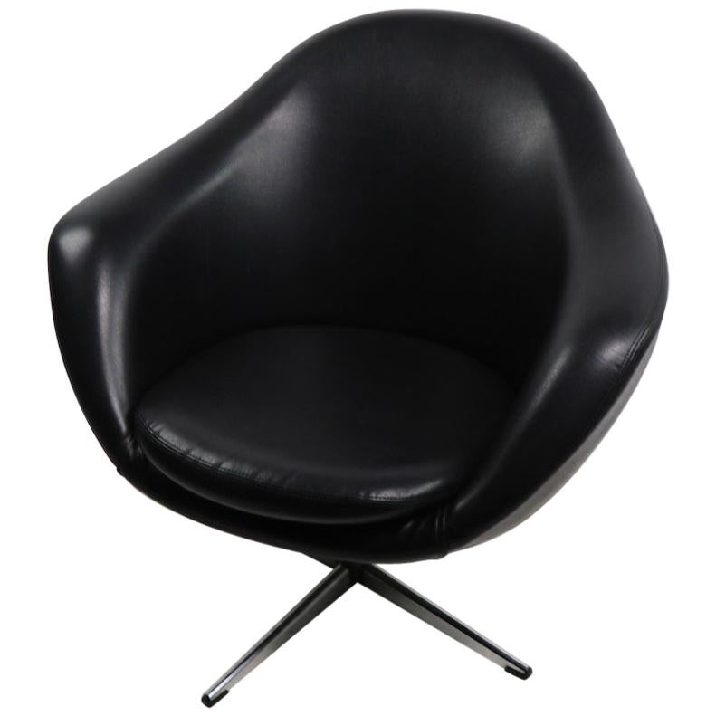 Overman Swivel Chair In Black